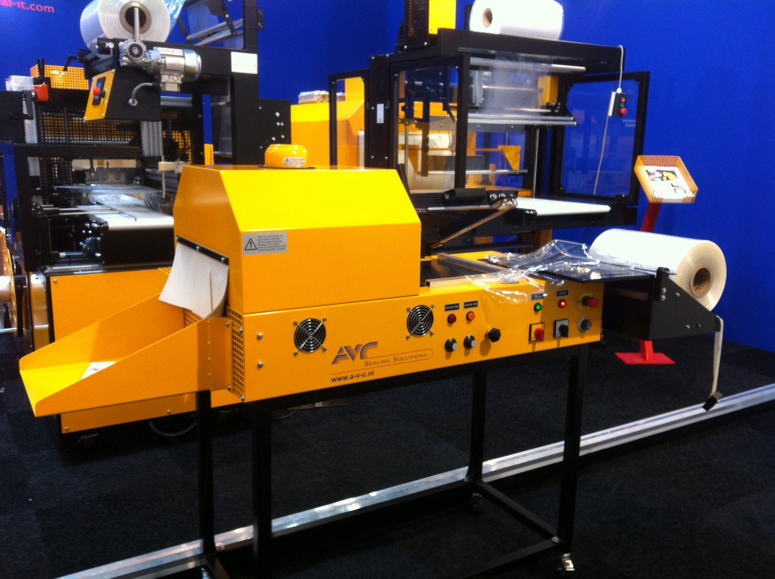 Maszyny pakujące – niezastąpione narzędzie w firmach przemysłowych