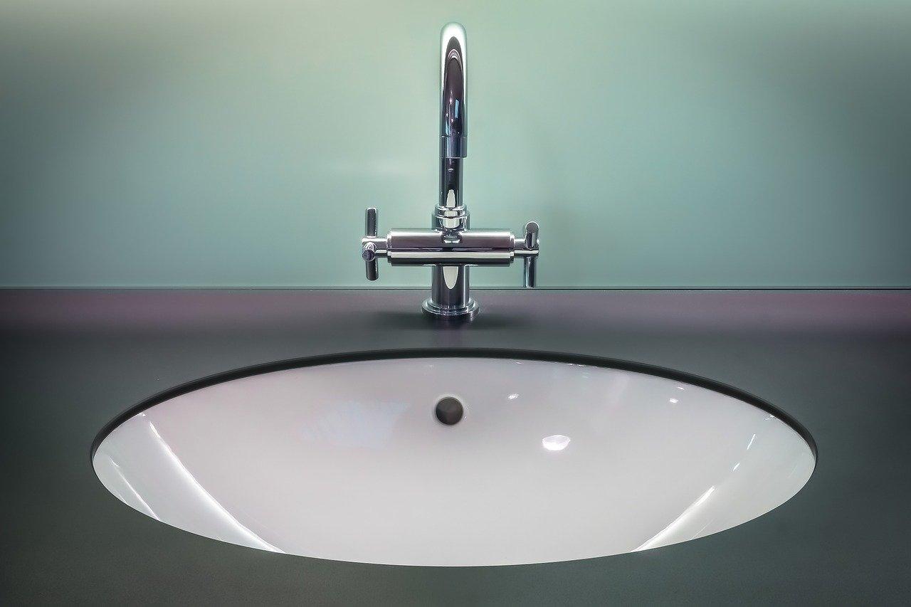 Akcesoria do publicznych toalet: dozownik mydła